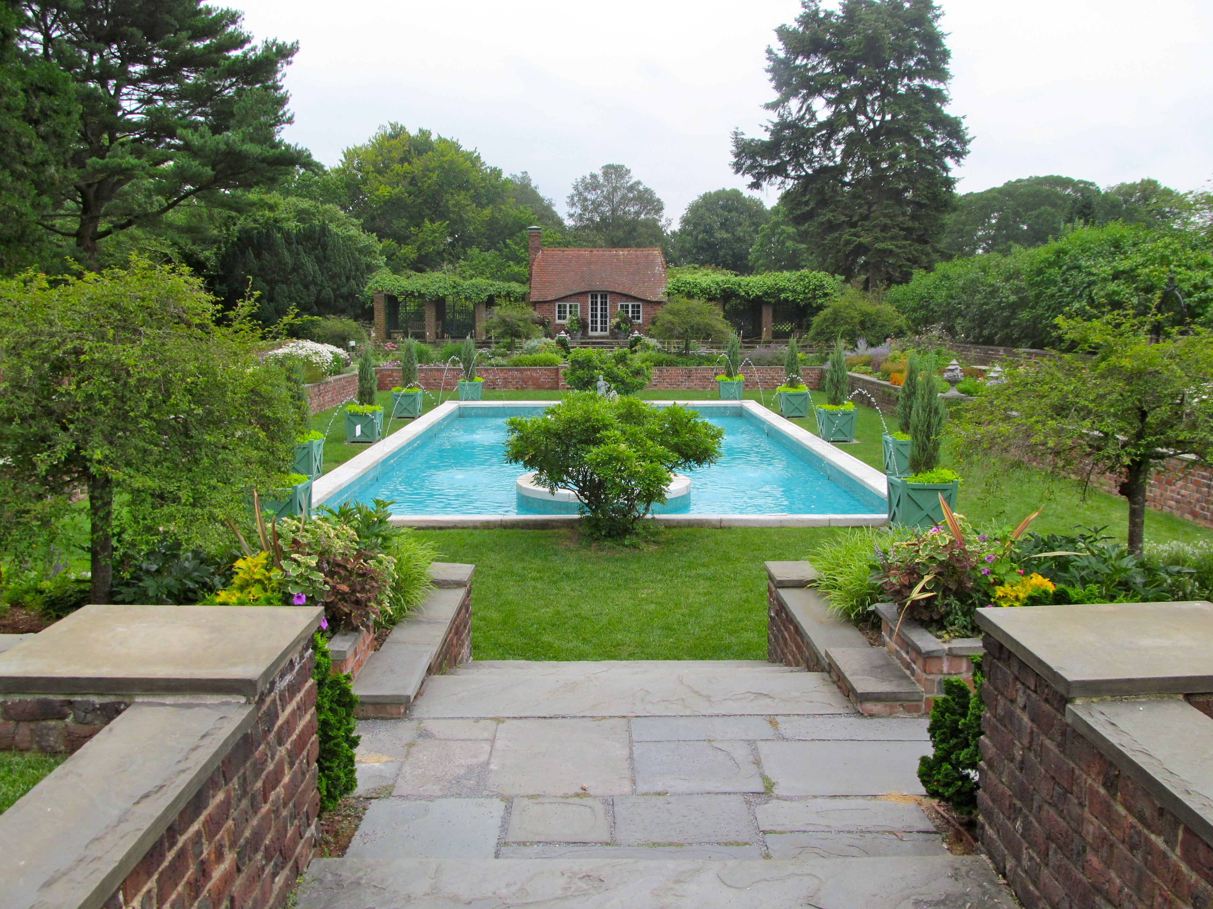 Coe hall mansion at planting fields state historic park for The garden pool